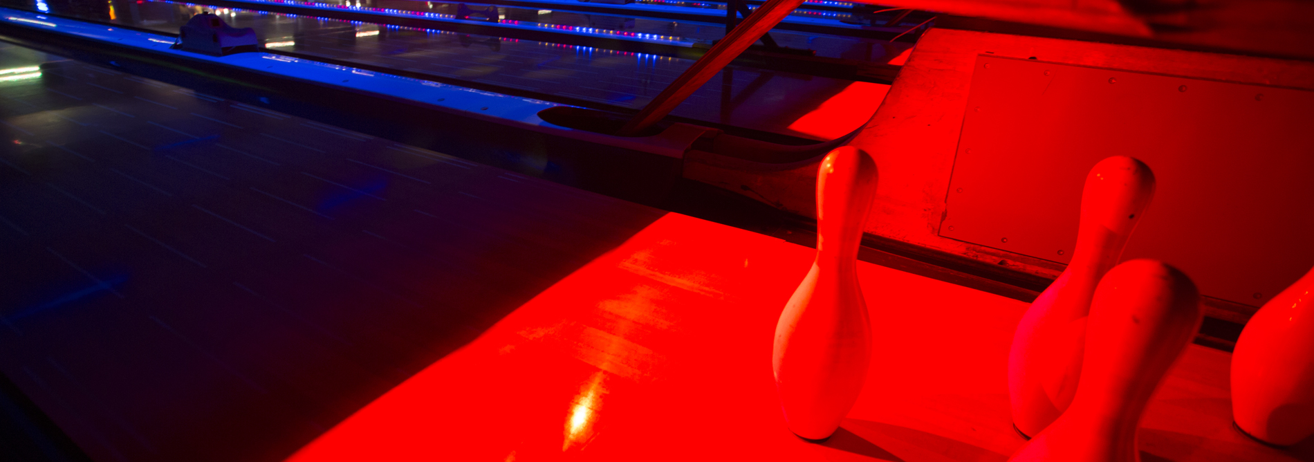 QubicaAMF-bowling-CENTERPUNCH-Pin-Deck-Illumination-Built-for-Bowling-banner.jpg