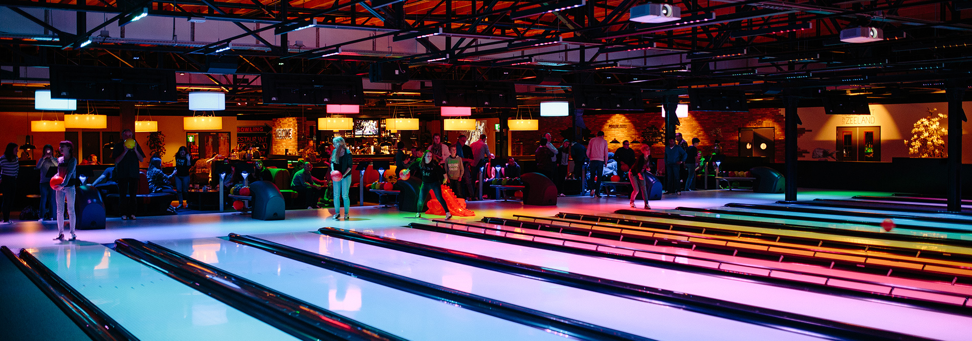 QUBICAAMF-bowling-boutique-Bowling-&-Resto-Lounge-banner.jpg