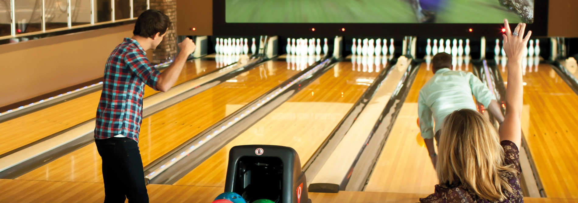 Bowling-Qubicaamf-pinspotter-xli-edge-easier-for-your-customers-main.jpg